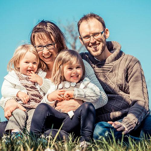 glückliche babys und kleinkinder